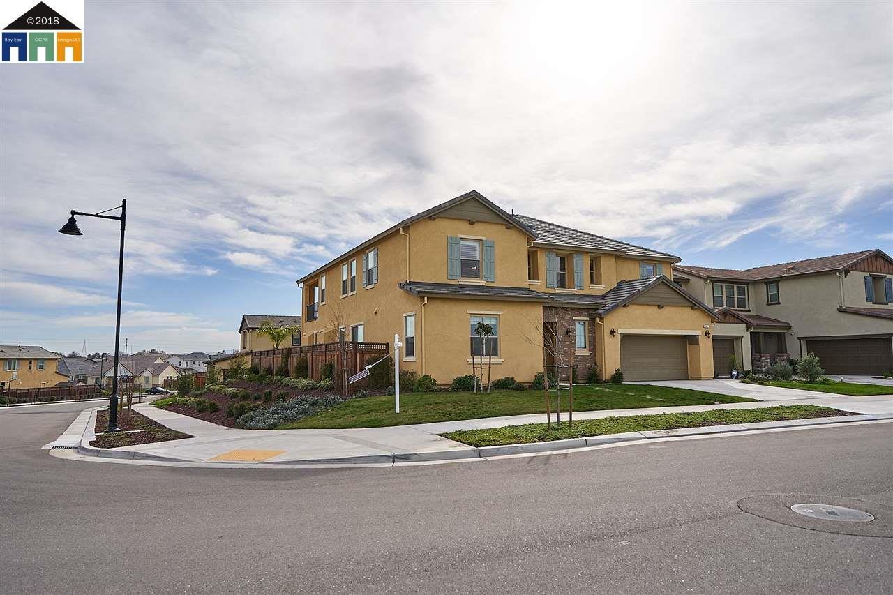 Casa Unifamiliar por un Venta en 664 River Bend Drive 664 River Bend Drive Lathrop, California 95330 Estados Unidos