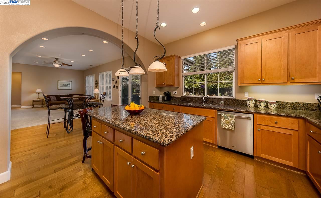 Additional photo for property listing at 8031 Oak Creek Drive 8031 Oak Creek Drive Pleasanton, California 94588 United States