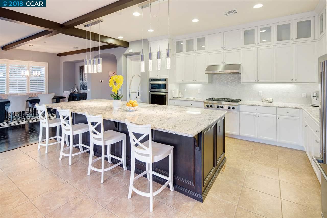 獨棟家庭住宅 為 出售 在 3012 Gritstone Street 3012 Gritstone Street Danville, 加利福尼亞州 94506 美國