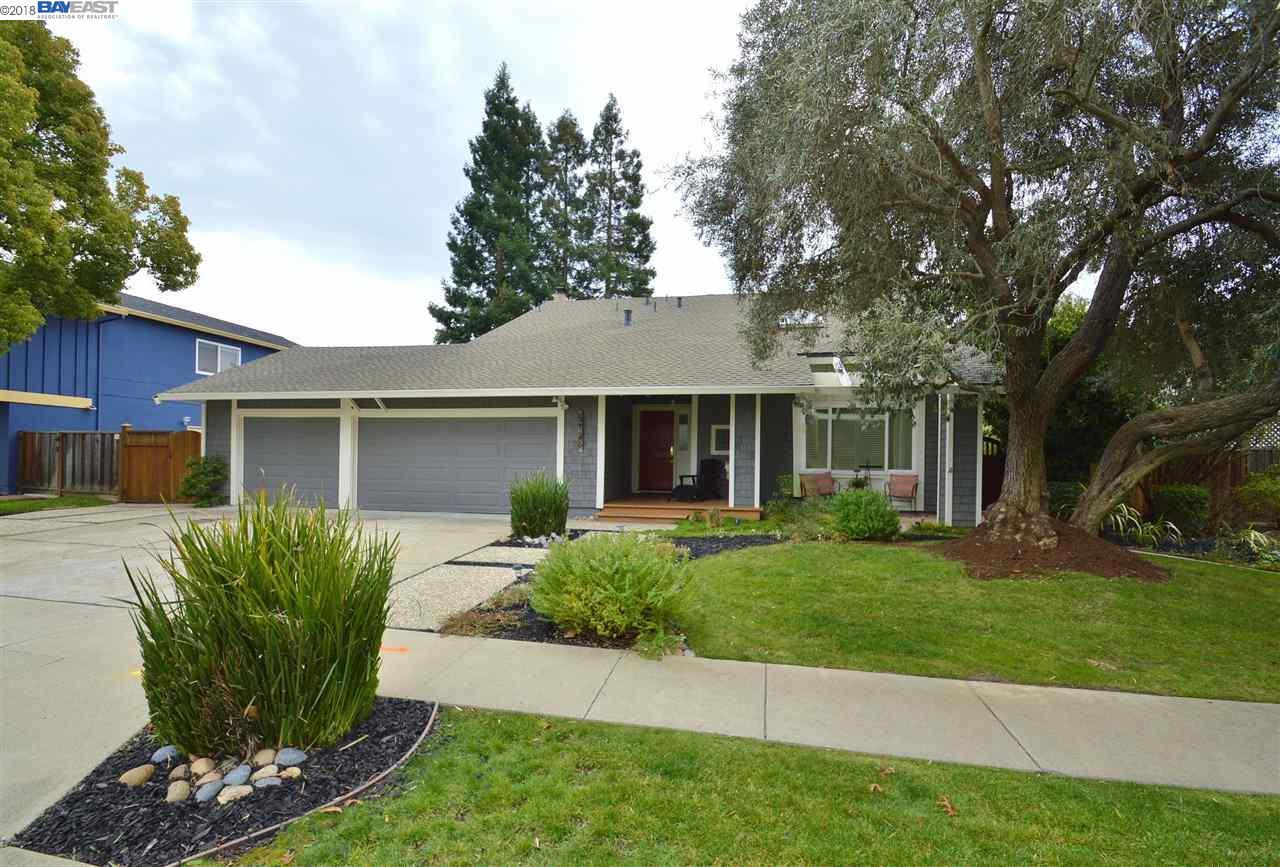 Частный односемейный дом для того Продажа на 5136 Blackbird Drive 5136 Blackbird Drive Pleasanton, Калифорния 94566 Соединенные Штаты