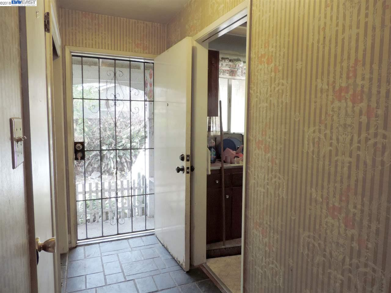 Additional photo for property listing at 24650 Townsend Avenue 24650 Townsend Avenue Hayward, California 94544 Estados Unidos