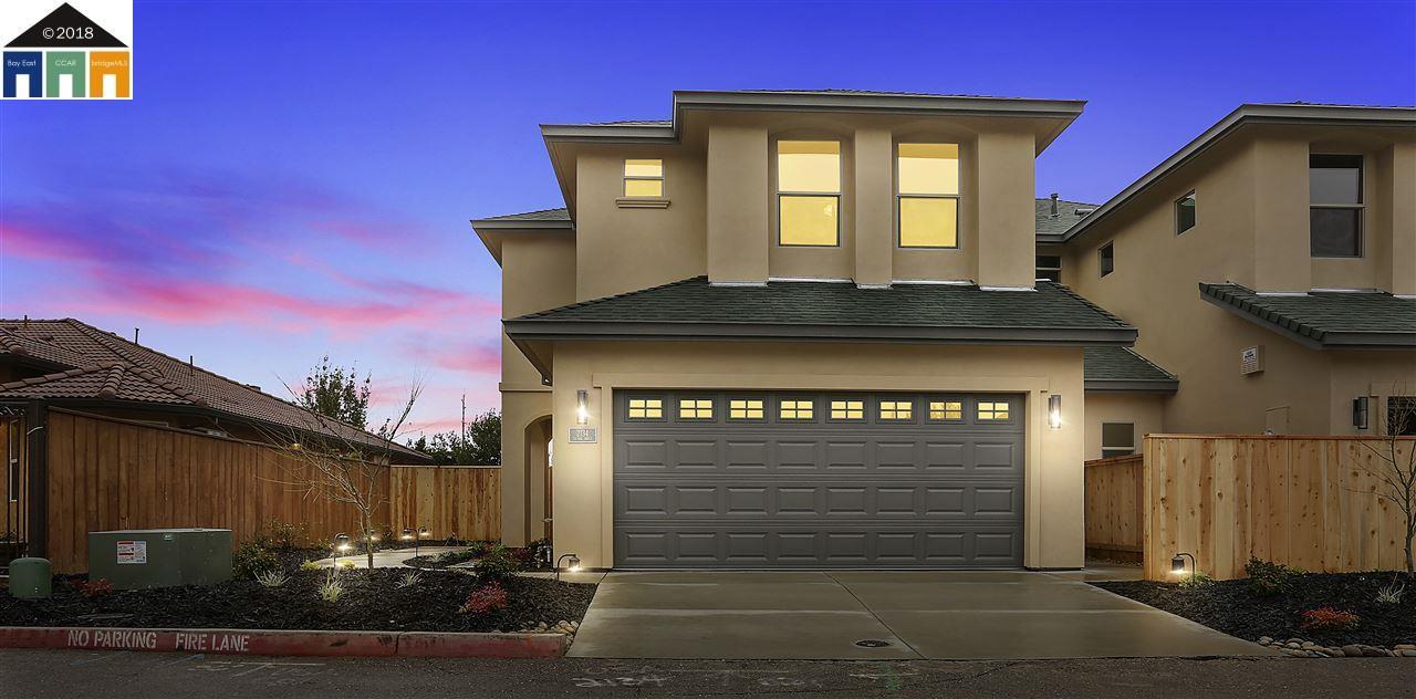 Maison unifamiliale pour l Vente à 2138 Tienda drive 2138 Tienda drive Lodi, Californie 95242 États-Unis