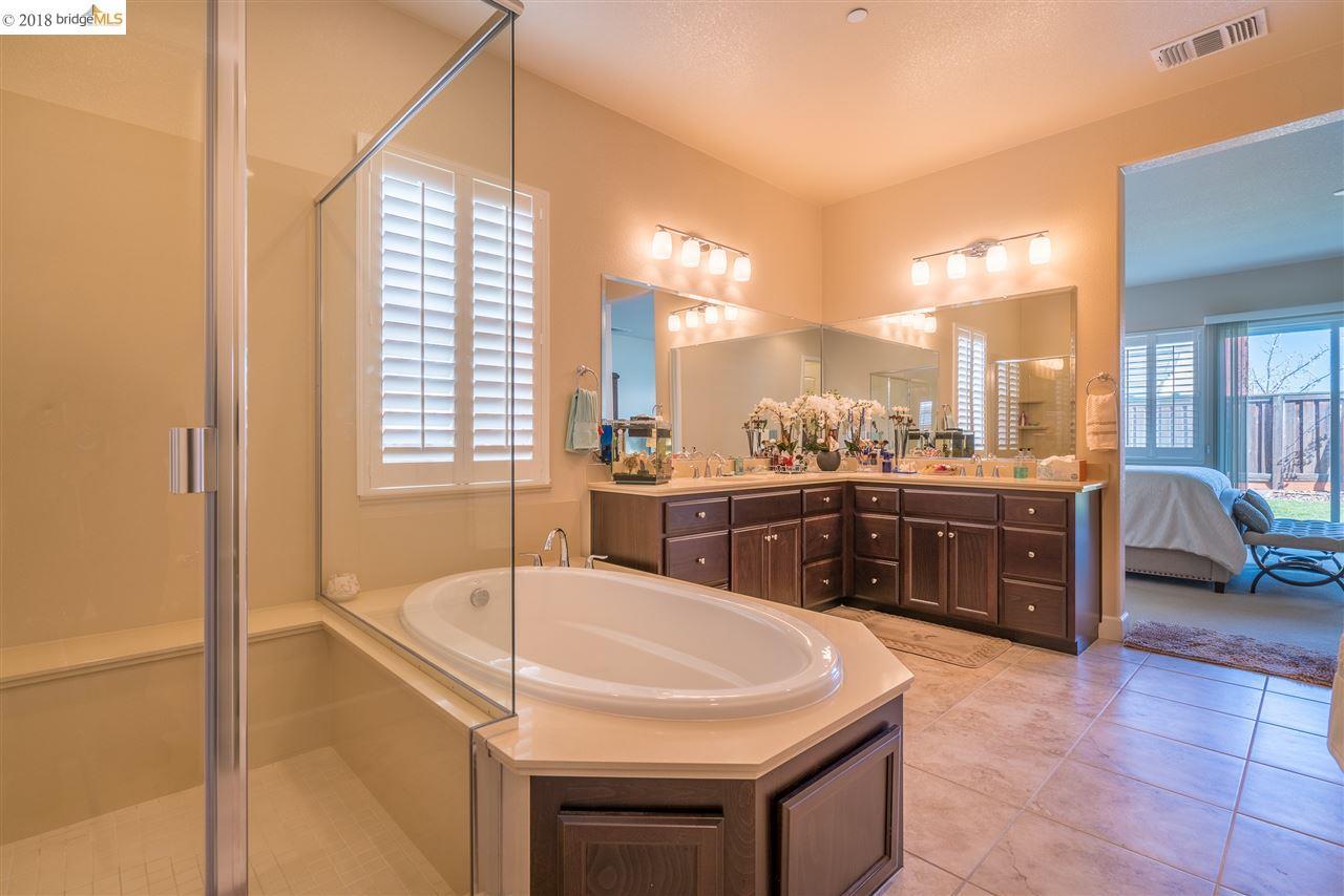 Additional photo for property listing at 2700 Manresa Shore Lane 2700 Manresa Shore Lane Oakley, California 94561 United States
