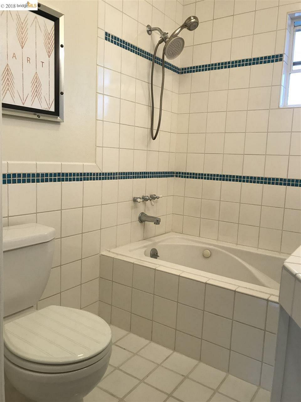 Additional photo for property listing at 3419 Maple Avenue 3419 Maple Avenue Oakland, Californie 94602 États-Unis