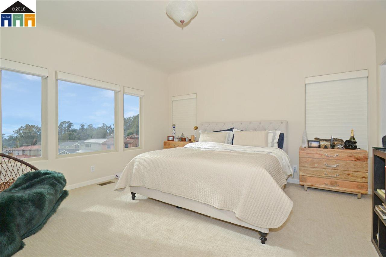 6839 ELVERTON, OAKLAND, CA 94611  Photo