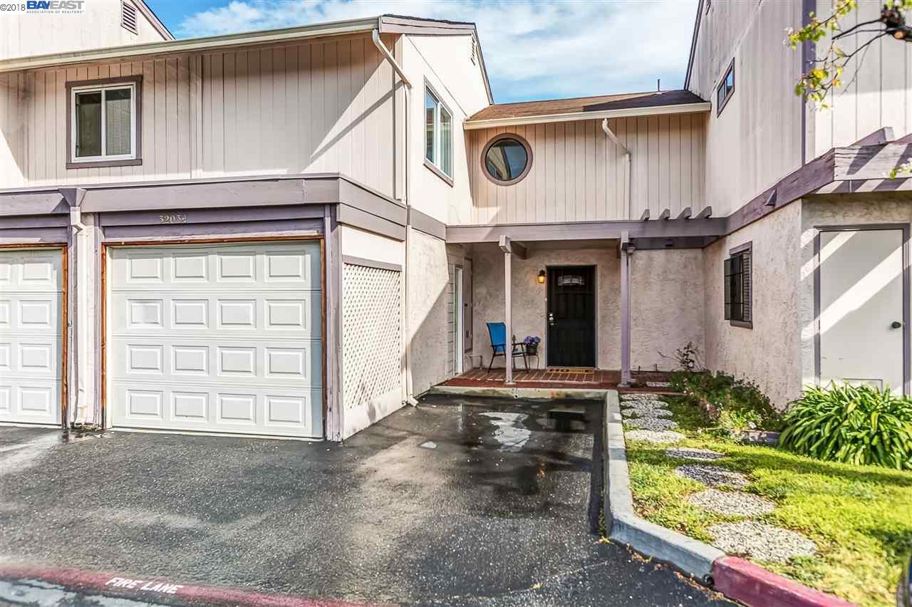 タウンハウス のために 売買 アット 32034 Arya Court 32034 Arya Court Union City, カリフォルニア 94587 アメリカ合衆国