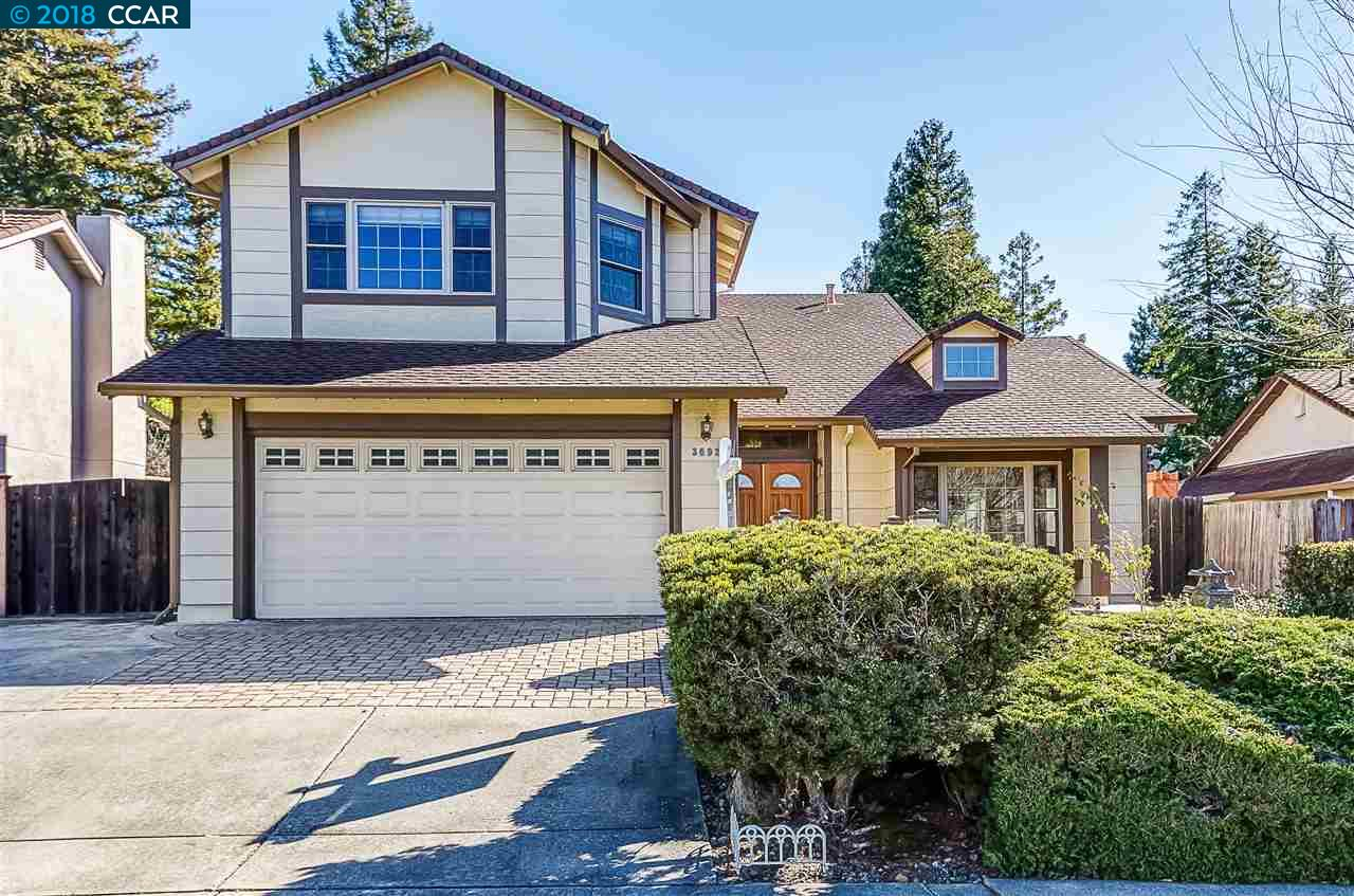 واحد منزل الأسرة للـ Sale في 3692 Ponderosa Trail 3692 Ponderosa Trail Pinole, California 94564 United States