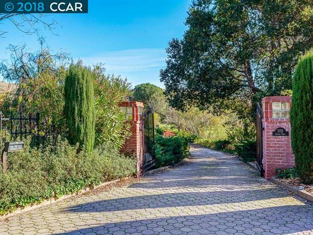 Casa Unifamiliar por un Venta en 2151 Camino Pablo 2151 Camino Pablo Moraga, California 94556 Estados Unidos