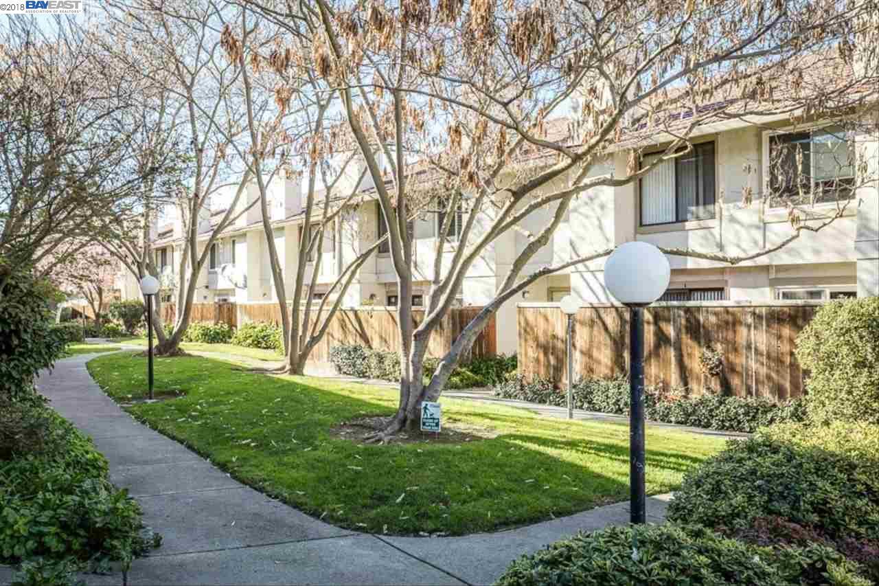 شقة بعمارة للـ Sale في 388 Pantano Circle 388 Pantano Circle Pacheco, California 94553 United States