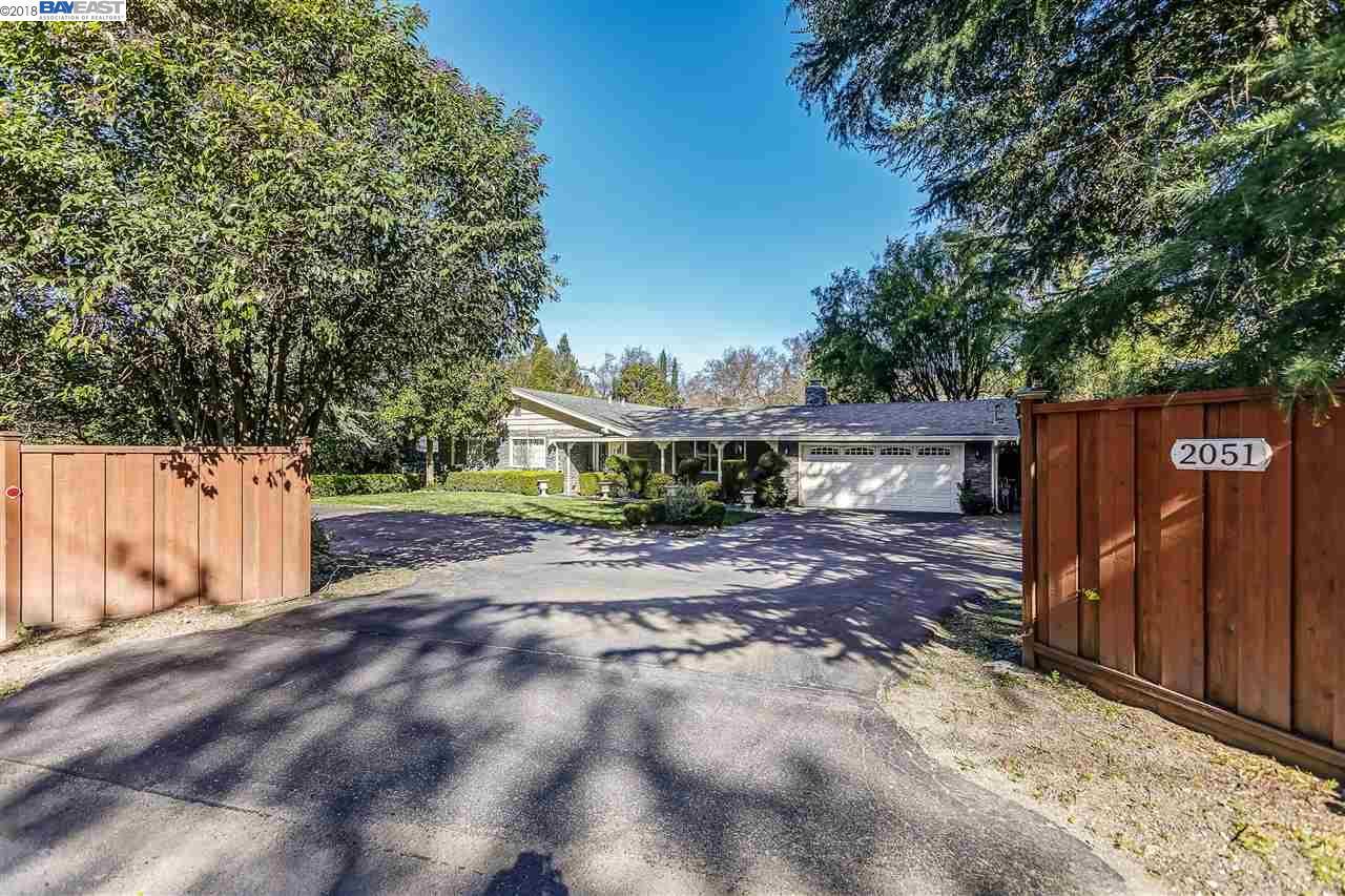واحد منزل الأسرة للـ Sale في 2051 Diablo Road 2051 Diablo Road Diablo, California 94506 United States