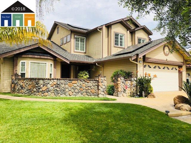 獨棟家庭住宅 為 出售 在 32703 Dinuba Court 32703 Dinuba Court Union City, 加利福尼亞州 94587 美國