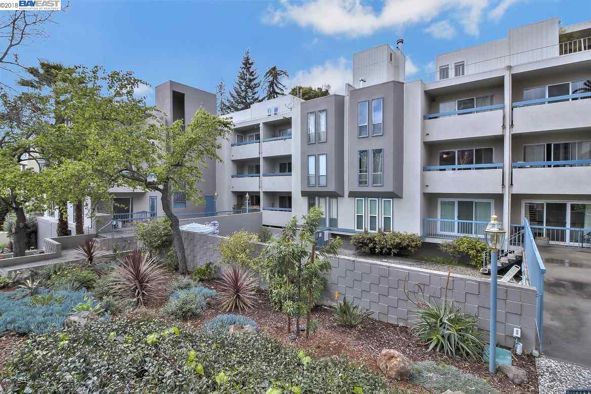 Appartement en copropriété pour l Vente à 385 Jayne Avenue 385 Jayne Avenue Oakland, Californie 94610 États-Unis