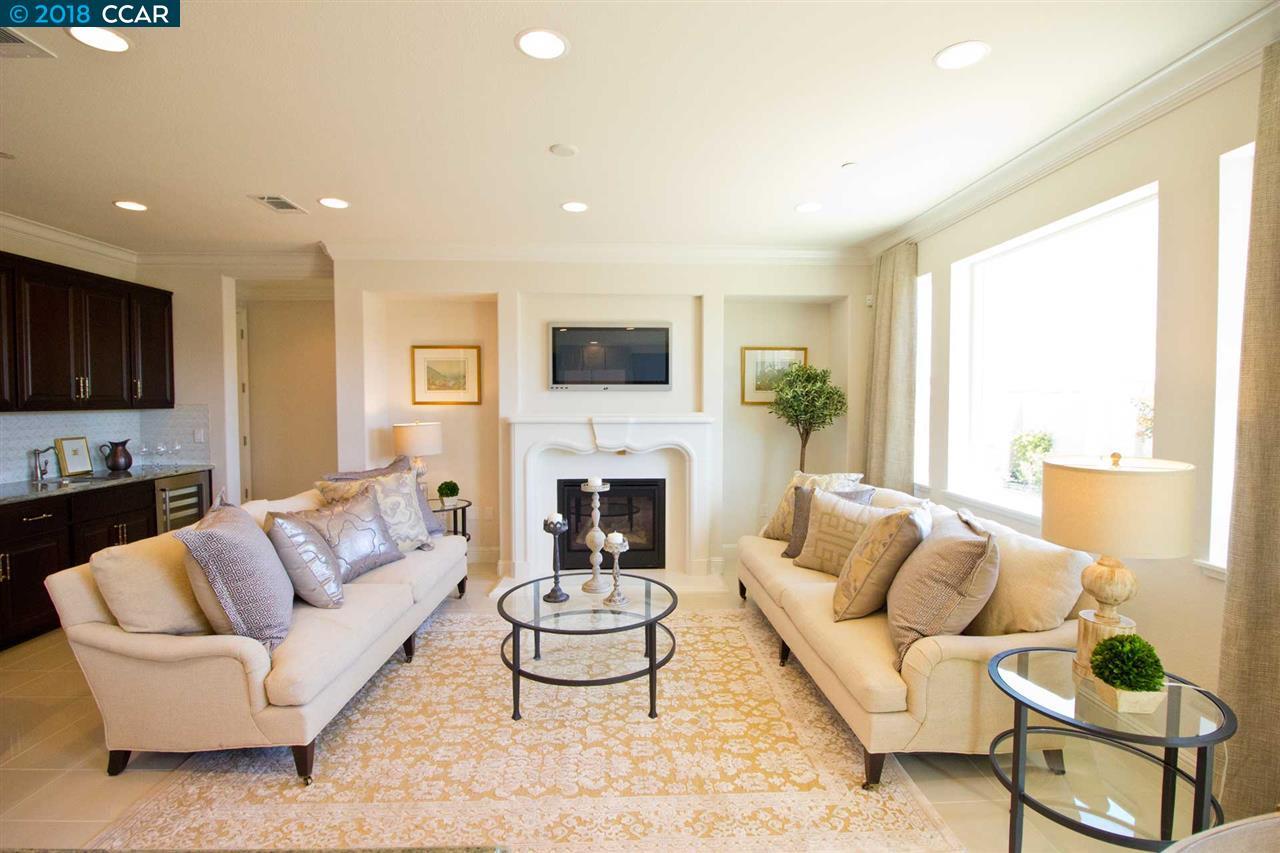 Single Family Home for Sale at 3232 La Paz Drive 3232 La Paz Drive Pittsburg, California 94565 United States