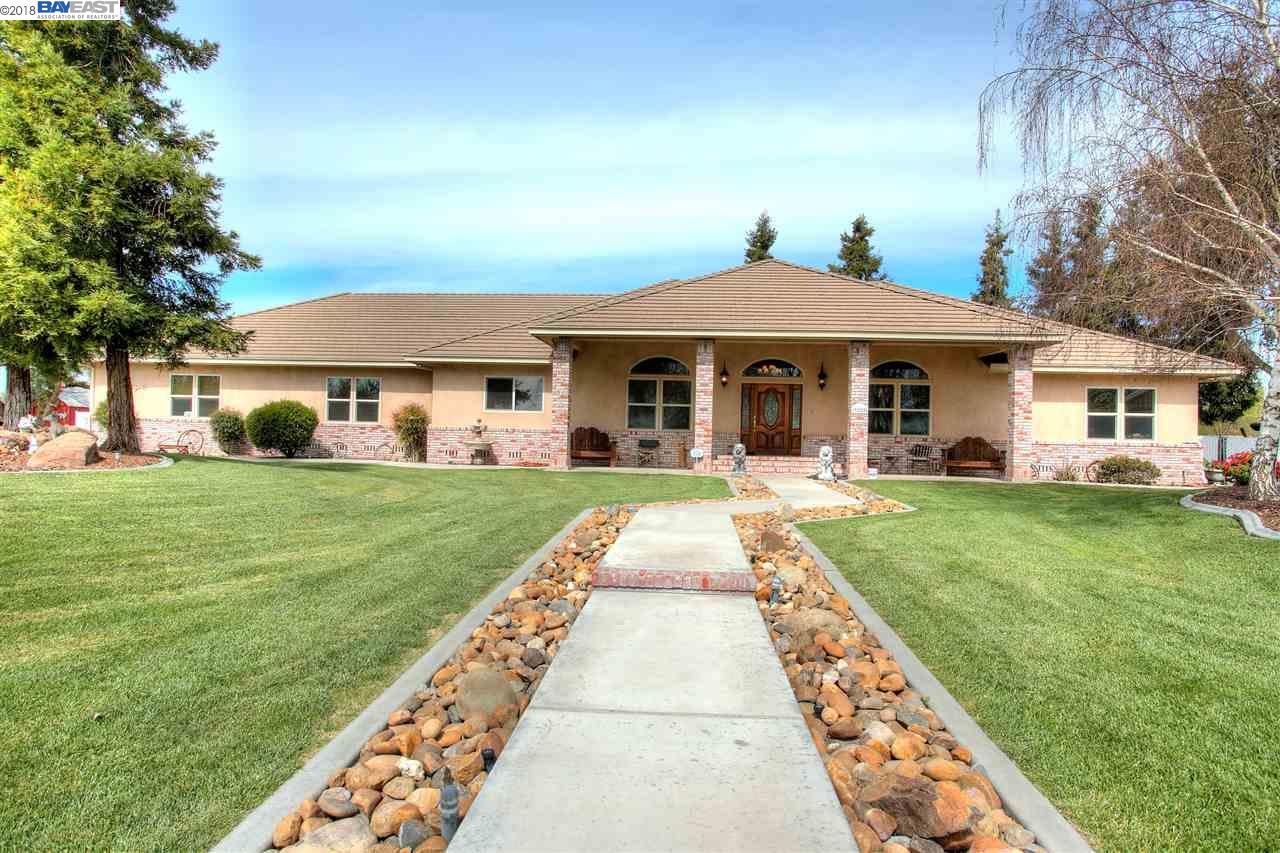 獨棟家庭住宅 為 出售 在 9885 E Louise Avenue 9885 E Louise Avenue Manteca, 加利福尼亞州 95336 美國