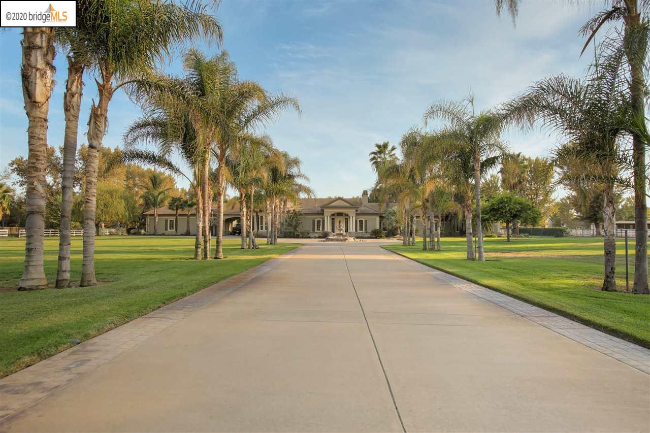 Photo of 3700 Valley Oak Dr, BRENTWOOD, CA 94513