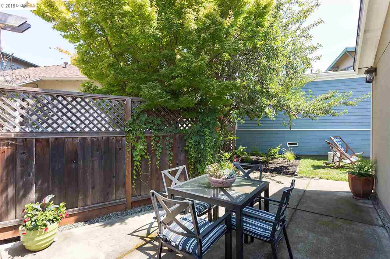 5247 DESMOND ST, OAKLAND, CA 94618  Photo