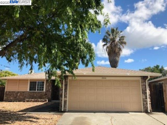 GREAT COURT LOCATION! Cozy 1230 sf, 3 bdrm, 2 full bath home sits on a large 9583 sf lot with great