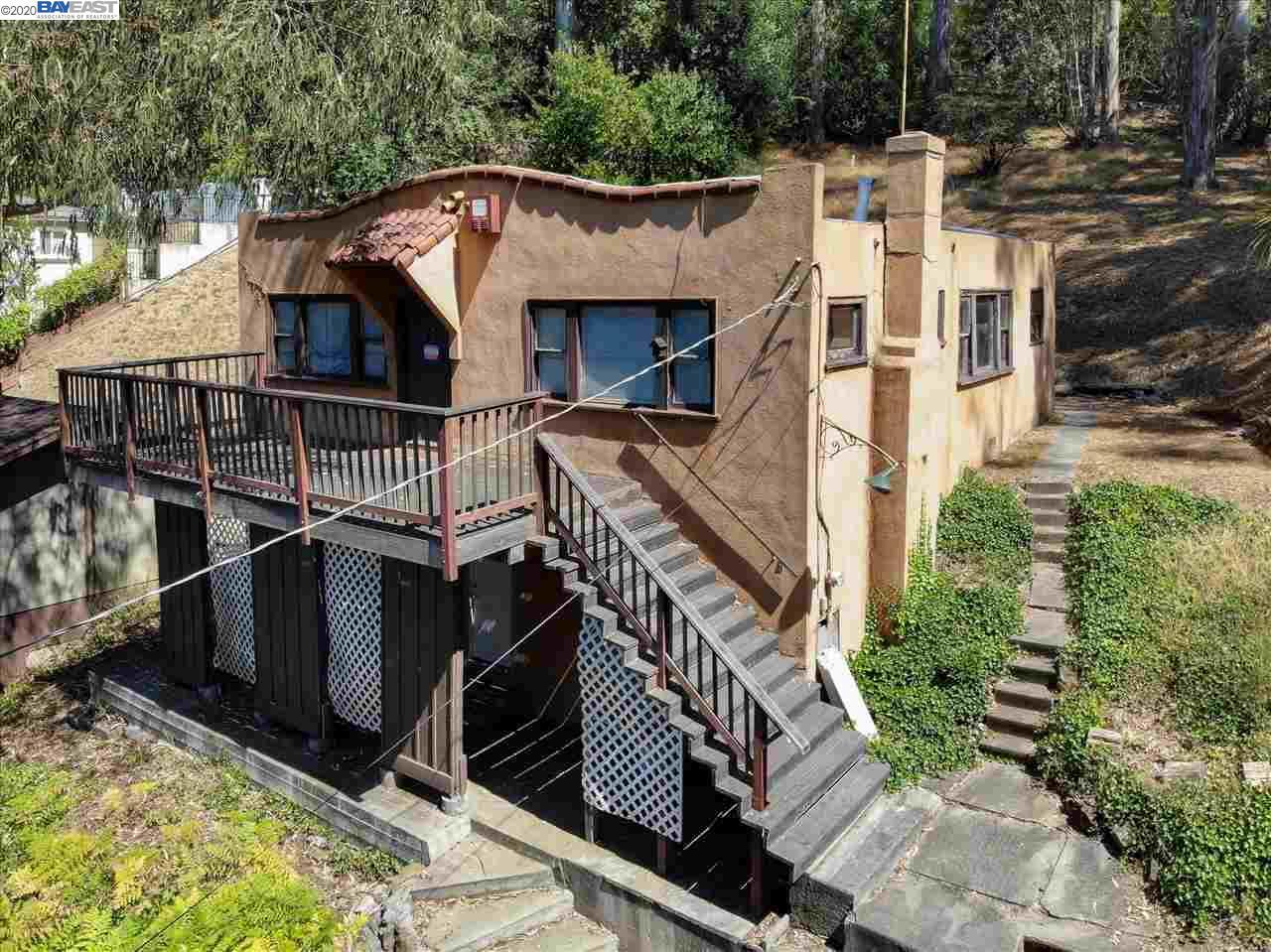 1747 Indian Way Oakland, CA 94611