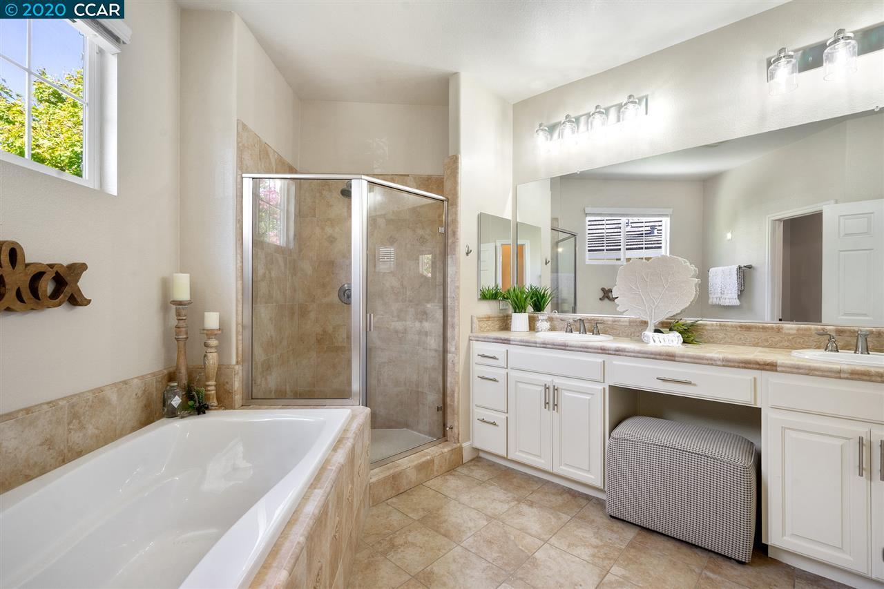 Dual Vanity & Large Soaking Tub!