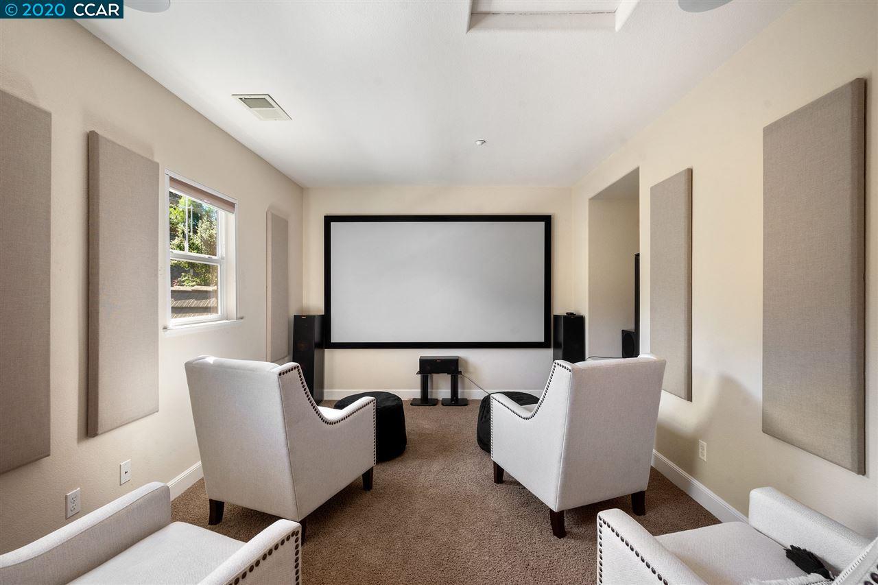 Large Bonus Room or 4th Bedroom or Office Space
