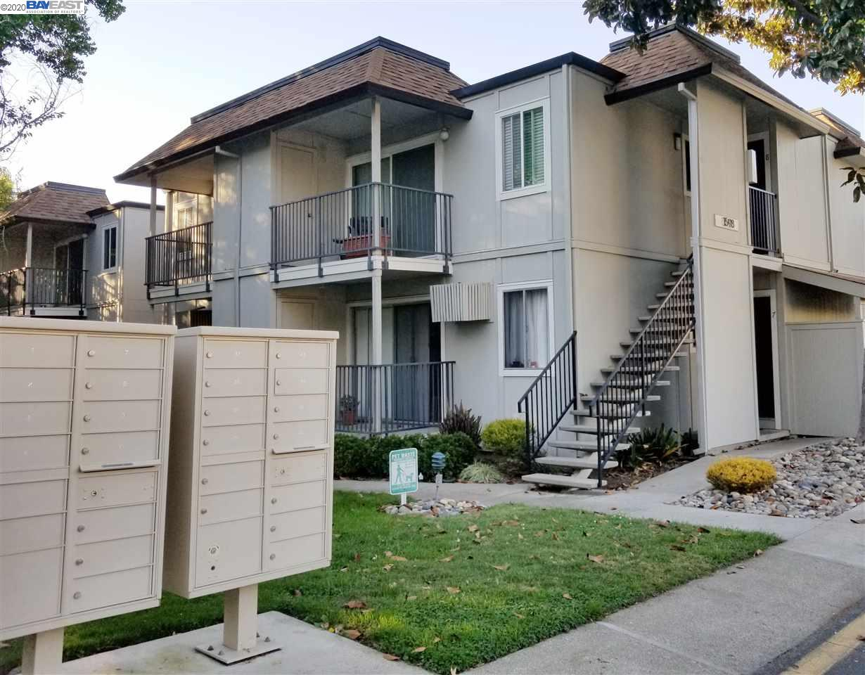 Bright & clean end unit. Spacious Bedroom with Large mirrored closet door. Inside laundry closet with stacked washer & dryer. Updated Kitchen with Granite counter top, new kitchen cabinet, new tile floor. Standard kitchen appliances plus refrigerator.  Easy assess to freeway, bart, restaurants, and groceries.