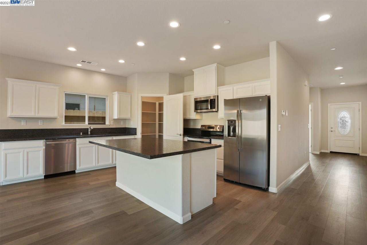 Detail Gallery Image 1 of 1 For 1901 Simbad Ct, Stockton,  CA 95206 - 3 Beds | 2 Baths