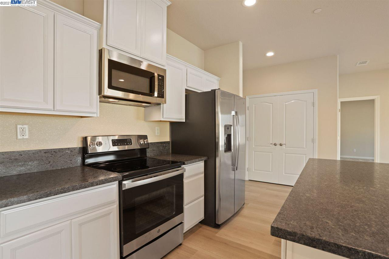 Detail Gallery Image 1 of 1 For 1941 Simbad Ct, Stockton,  CA 95206 - 3 Beds | 2 Baths