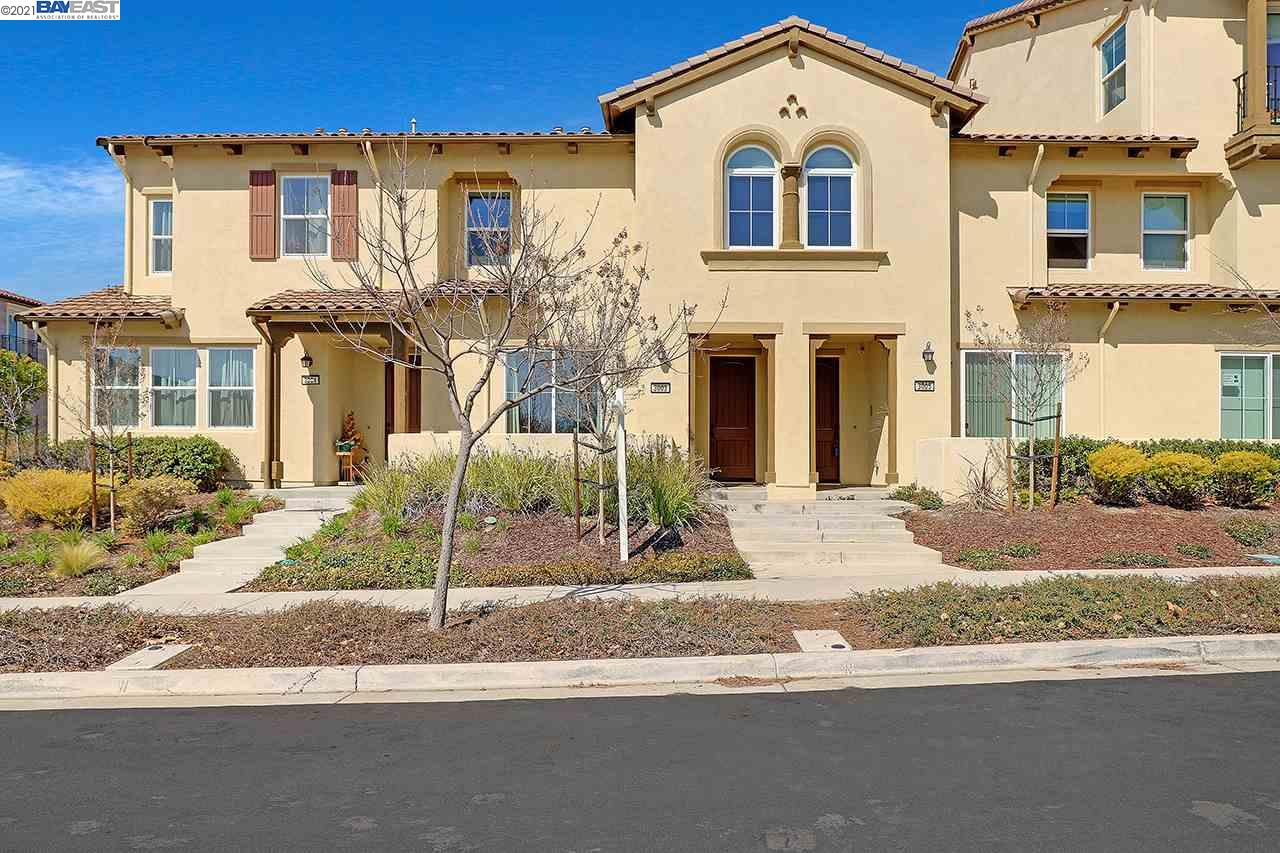 4 Years New Contemporary Town-Home Style w/High Ceilings and Bright Open Floorplan, 2 Story, 2 Car Garage.  Cantera at Gale Ranch Neighborhood. Upgraded Throughout, Quartz Counters, Updated Luxury Flooring, Modern Wood Cabinets, Stainless Appliances + More!  Conveniently Located and Close Proximity to Parks, Shopping, Recreation and Schools.