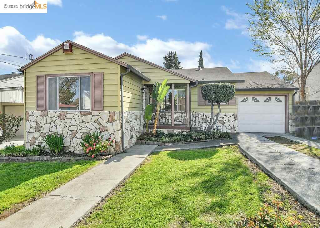 Single story home located in a well established area in Pittsburg!  Convenient access to Kirker Pass as well as Highway 4 and many shopping options.  This is a commuters home!  This home has 3 specious bedrooms and 2 full baths.  It's a must see!