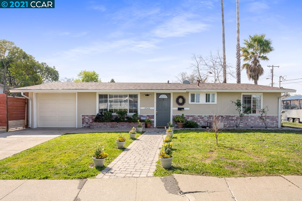 Cute single story on a large corner lot.  Home features updated kitchen with granite counters, updated baths, hardwood floors, and dual paned windows. Each room has it's own split heater and ac unit.  Great yard for entertaining, and even has RV parking.