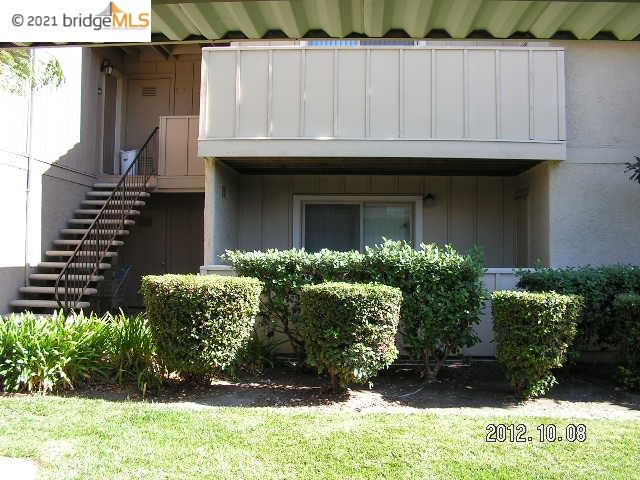 Nice downstairs 1 bedroom, 1 bath condo. Located across the street from Los Medanos College in Pittsburg. Close to shopping, dinning, public transportation and freeway access.