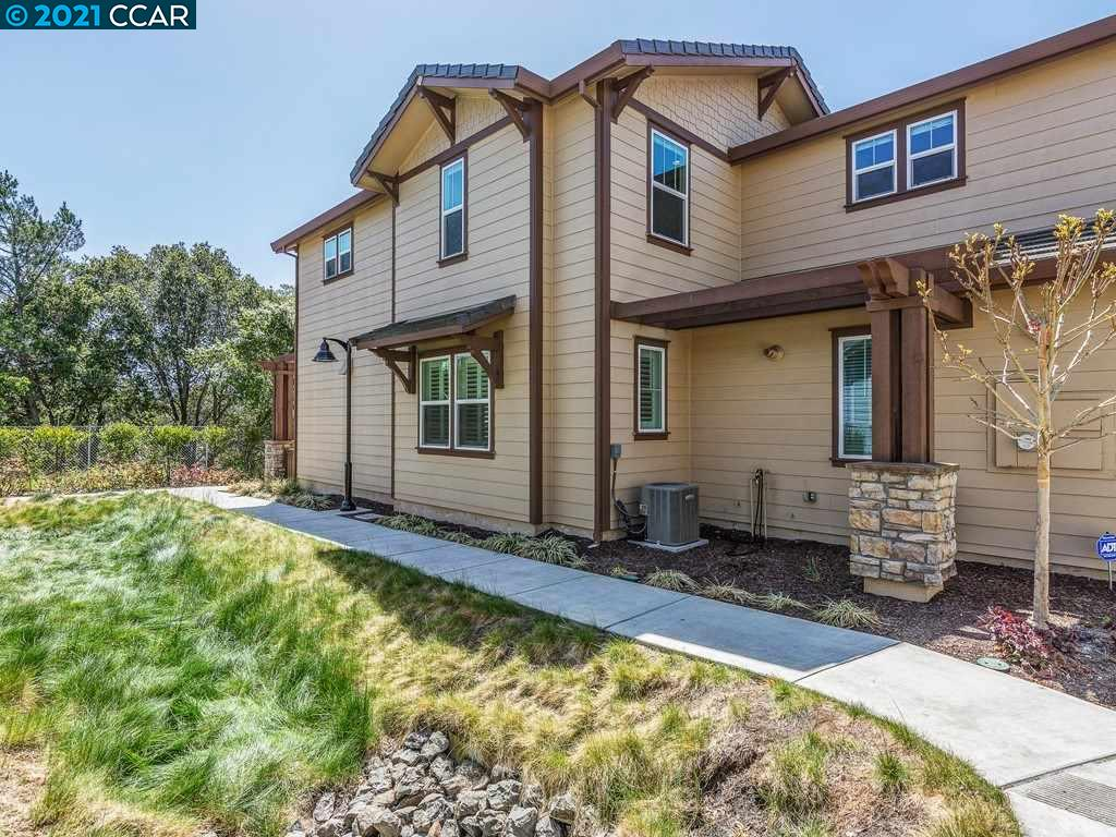 Detail Gallery Image 1 of 29 For 15 Hazel Tree Rdg, Orinda,  CA 94563 - 3 Beds | 2/1 Baths