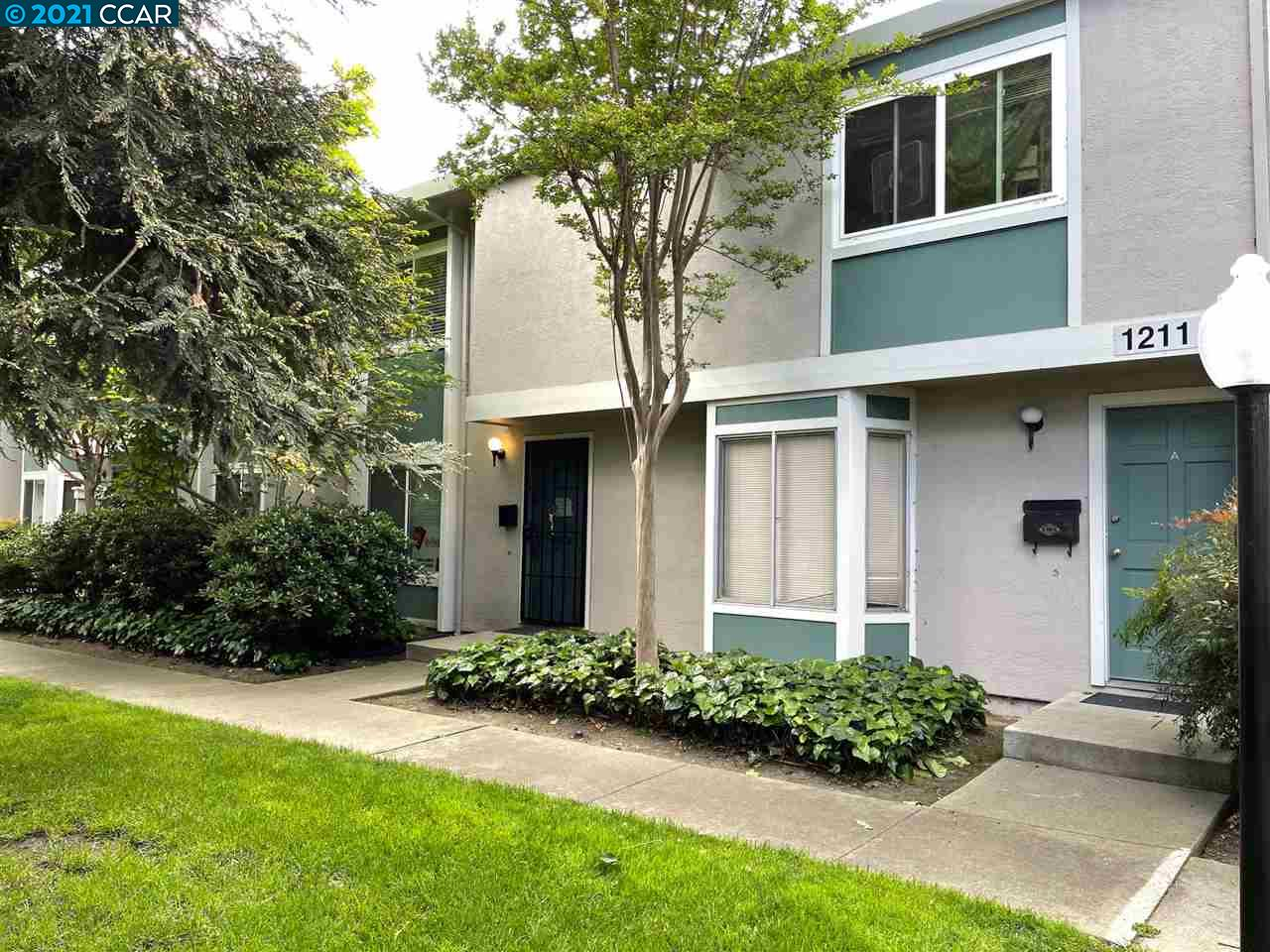 Beautiful 2 bedrooms and 1.5 baths townhome available next to common area and few steps to gorgeous pool. Great location close to freeway, Bart Station, Shopping and much more. Granite counter tops, stainless steel refrigerator and white kitchen cabinets, Wooden floor, nice patio,Laundry in unit and other . Don't miss it!!!