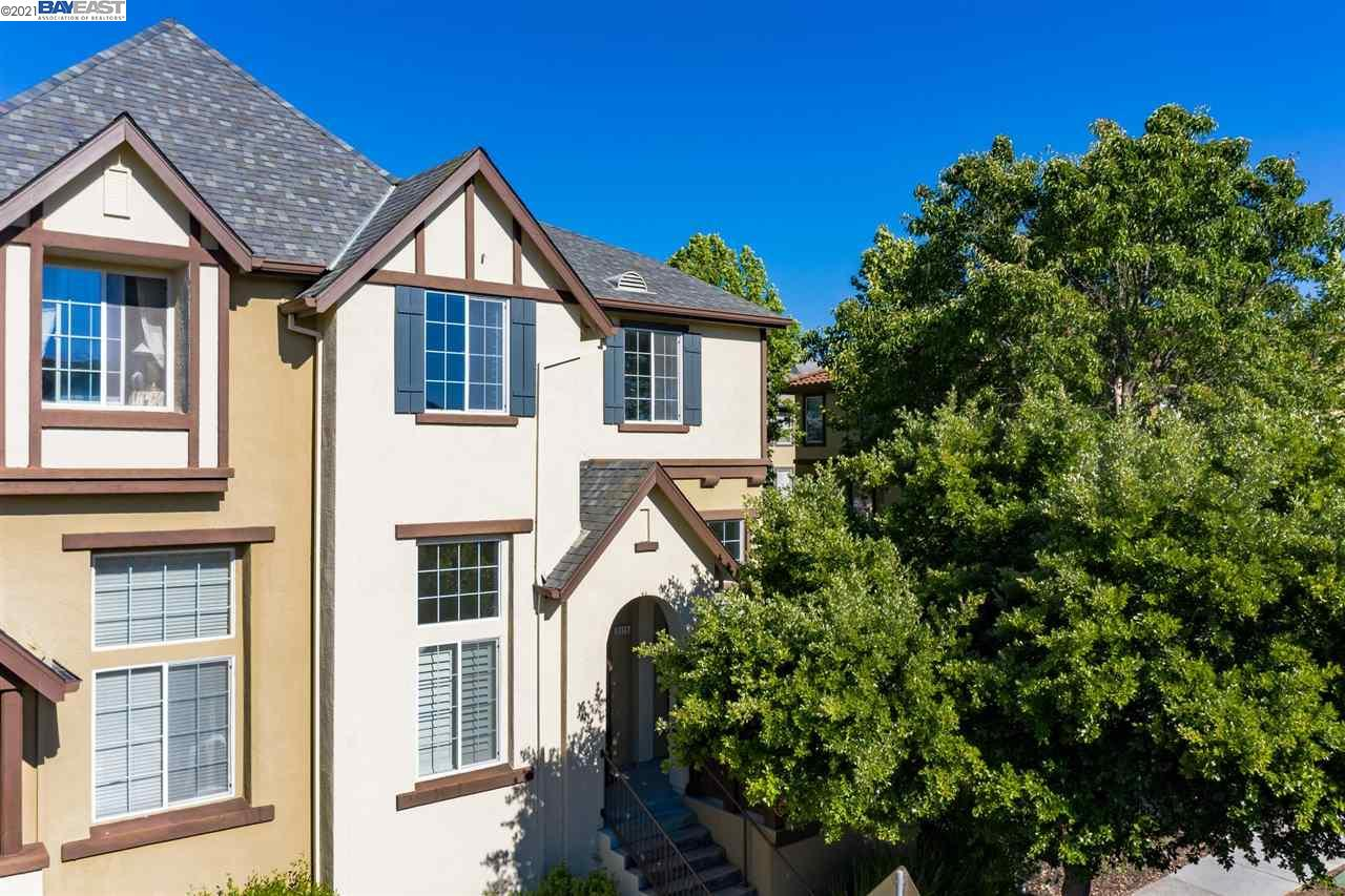 Fabulous Windemere End Unit Townhouse-Style Condo located directly across from Souyen Park!  No Carpeting in This Home!  Engineered Hardwood Flooring Throughout!!  Formal Living Room w/High Vaulted Ceilings.  Entry Level Den/Office and Full Bathroom w/Standing Shower.  Formal Dining Room has an Elegant Light Fixture & High Ceilings.  Open Concept Kitchen & Family Room w/Eat-In Dining Area & Spacious Balcony.  Chef's Kitchen w/Large Center Island, Granite Countertops, Breakfast Bar, Stainless Steel Appliances, Gas Range & Plenty of Cabinet Space.  Family Room has Gas Burning Fireplace, Mantle & Built-In Media Center.  Master Suite has lovely views of Open Space & Spa Like Master Bathroom w/Dual Vanities, Large Walk-In Closet, Soaking Tub & Standing Shower.  Secondary bedrooms are on opposite side of the house along with the hall bathroom.  Finished 2 Car Garage w/Epoxy Flooring & Lots of Storage.  This home is near top-rated San Ramon Schools, Shopping, Hiking & More!