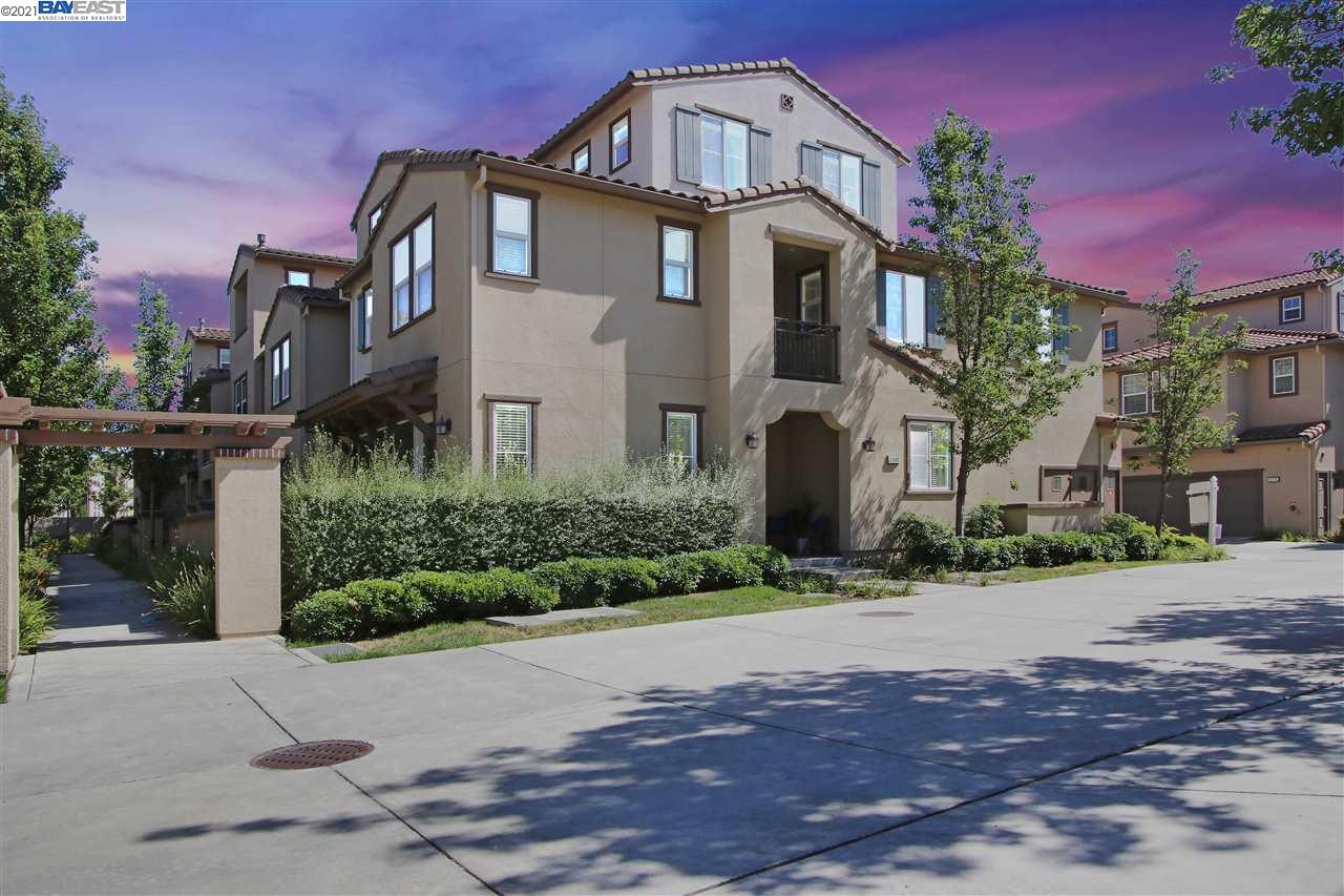 Offer due Tuesday 22nd at 6pm. Amazing unit in the desirable neighborhood of Windemere. The features includes a bright open floor plan connecting the living room, dining area, and kitchen, equipped with hardwood flooring. The first floor features a spacious living room with a gas-burning fireplace, built-in cabinets, in-ceiling speakers, a formal dining area, and a 1/2 bath. An elegant granite counter-top kitchen with gas-burning stove, stainless steel appliances, custom backsplash, kitchen ventilation system, clear glass cabinets, pantry, and access to a 2-car garage with overhead space racks. All 3 spacious bedrooms are located on the 2nd level, including the private master bedroom suite equipped with built-in cabinets, dual vanity sinks, standing shower stall, soaking tub, and large walk-in closet. . On the third level, you'll find a bonus room pre-wired for an entertainment system, perfect for guest room, office, theater, gym, possibilities are endless!