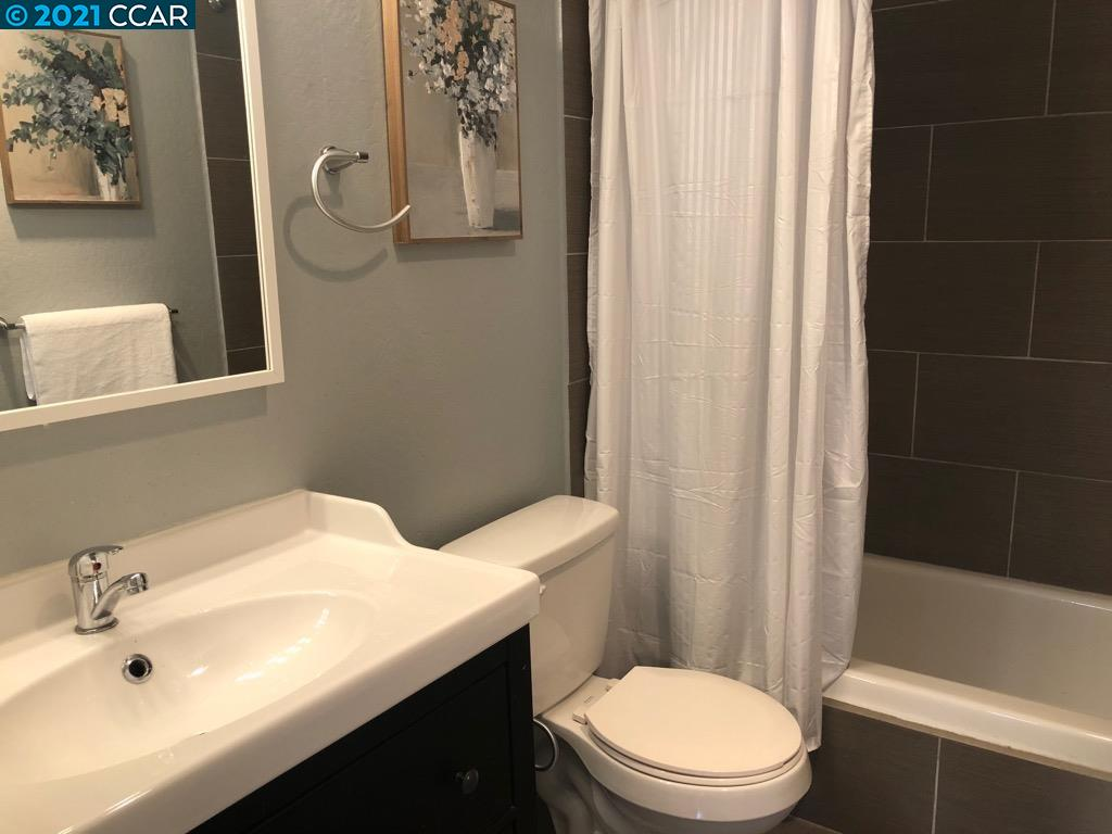 Updated Hall Bath with Tub/Shower