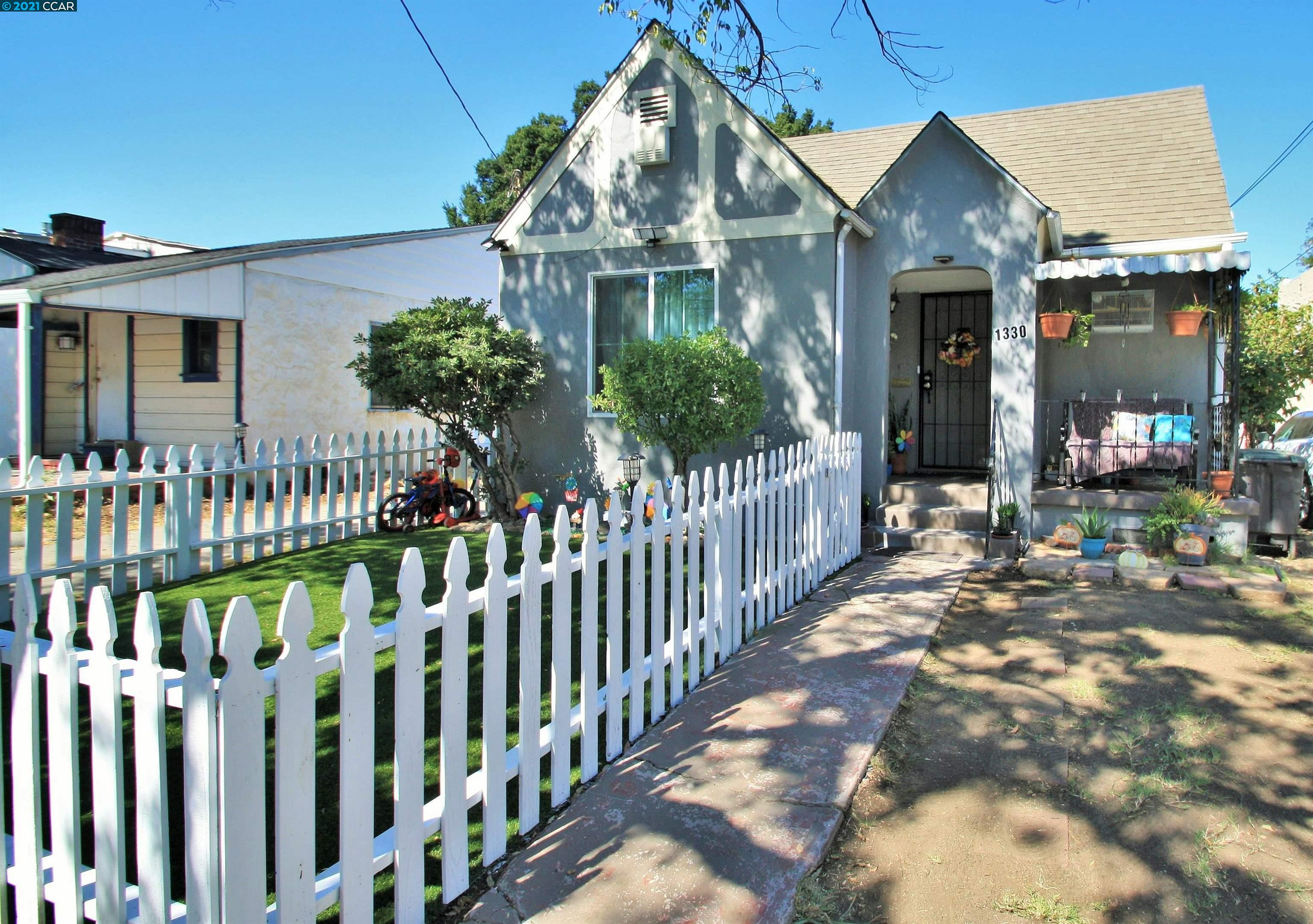 Nicely remodeled home in quiet, tree-lined Old Pittsburg neighborhood. 2 bedroom, 1 bath in front with potential 1/1 in-law unit in rear. Long driveway, detached garage and good sized backyard.
